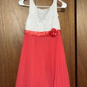 Dresses & Skirts - Cute dress!💕💕🦋